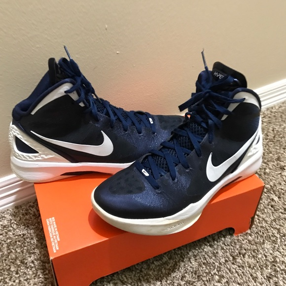 huge discount ae2e3 4c83a Nike 2011 hyperdunk basketball shoes. M 5b59ff870e3b8684ae69ec39